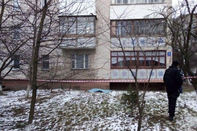 В Луцке из окна седьмого этажа выпали сестры-подростки
