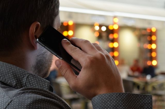Житель Тобольска в новогоднюю ночь пошел в гости и украл телефон