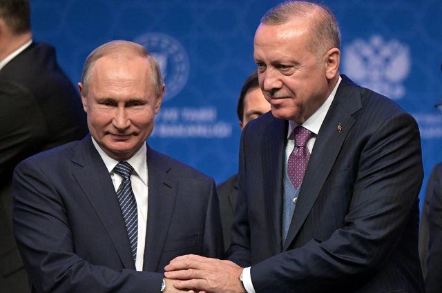 8 января 2020. Президент РФ Владимир Путин и президент Турции Реджеп Тайип Эрдоган на церемонии официального открытия газопровода «Турецкий поток» в Стамбуле.