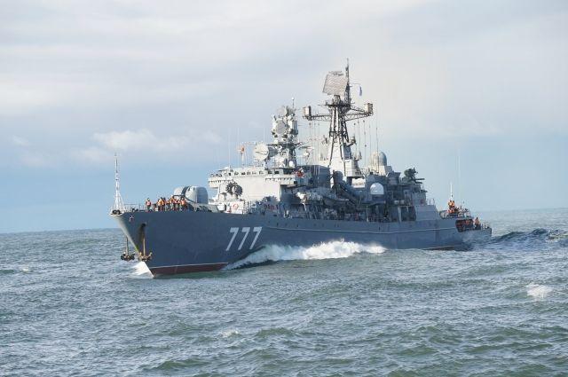 Корабль Балтийского флота охраняет суда от пиратов в Аденском заливе
