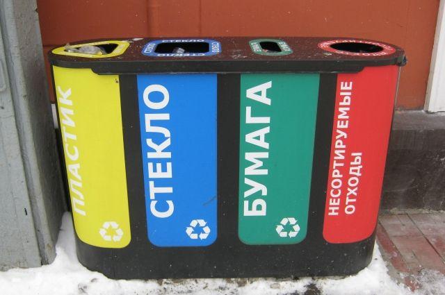 На проспекте Советском в Кемерове уже давно стоят контейнеры для раздельного сбора мусора.