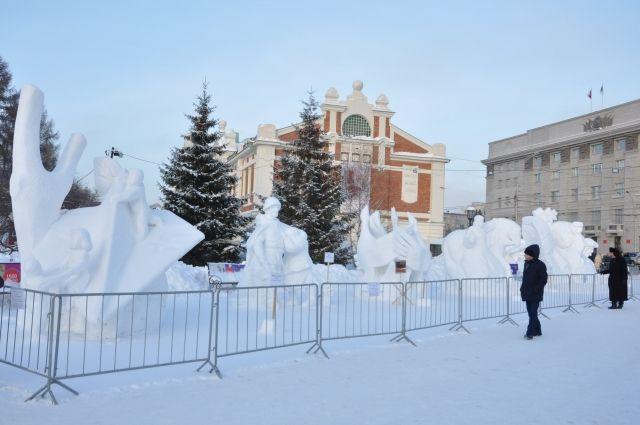 Полюбоваться снежными скульптурами можно в Первомайском сквере.