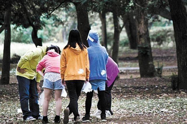 Подростки начинают злоупотреблять алкоголем, когда в семье нет взаимопонимания.