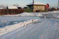 Причиной стало промерзанием русла водоотводного канала ручья Винокурный.