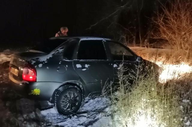 Под Энгельсом спасатели спасли девушку из снежного плена