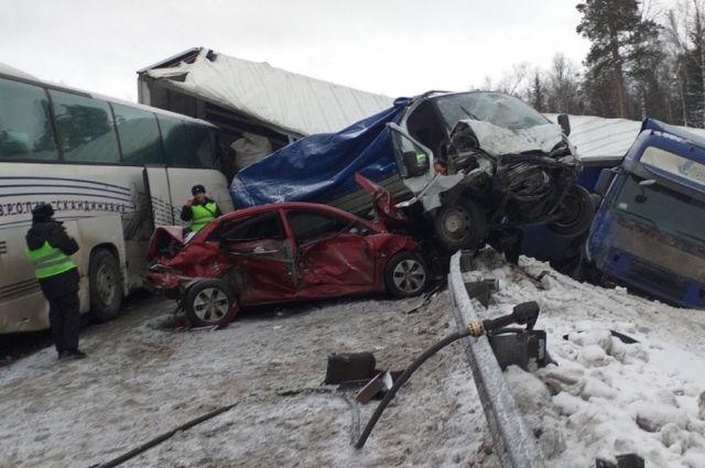 Тренер говорит, что водитель принял удар на себя, чтобы спасти пассажиров.