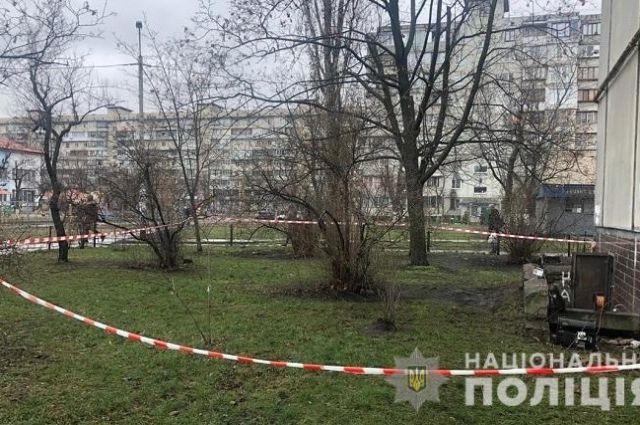 В киевской многоэтажке сантехник обнаружил в подвале тела трех мужчин