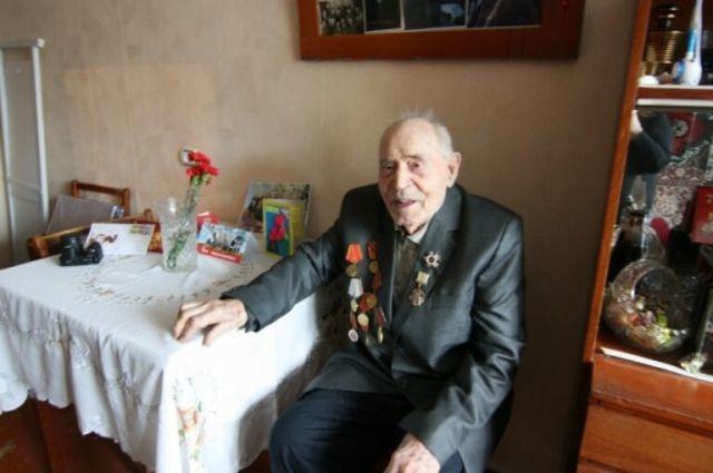 Тюменских ветеранов поздравили с Новым годом