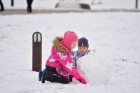 Борьба с последствиями обильных снегопадов идет не лучшим образом.