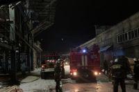 Полсотни тюменцев эвакуировали из дома, где от фейерверка загорелся балкон