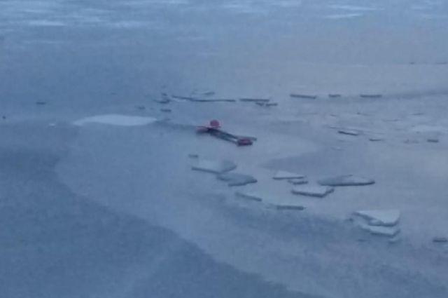 Сотрудники МЧС напоминают новосибирцам,  что выезд на лед на снегоходах, квадроциклах и других видах транспорта на акватории области запрещен.