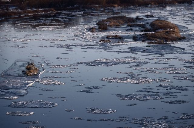 Тюменцам рассказали, как определить непрочный лед