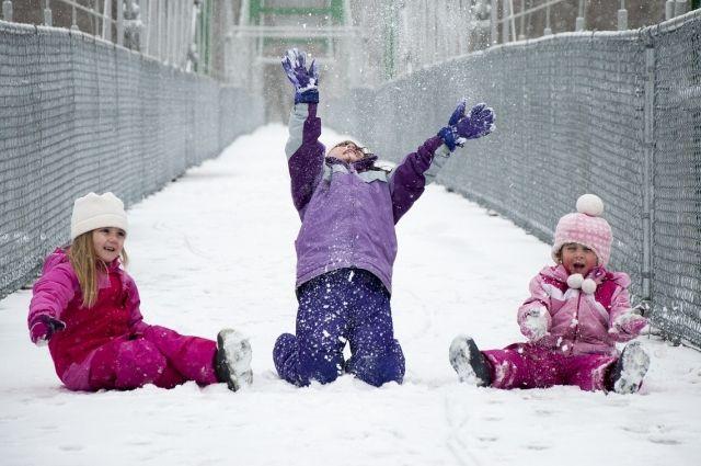 В новогодние каникулы в Хакасии после катания на горках с травмами к медикам обратились более 600 человек.