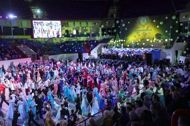 Кадетский бал в Калининграде собрал более 1000 школьников