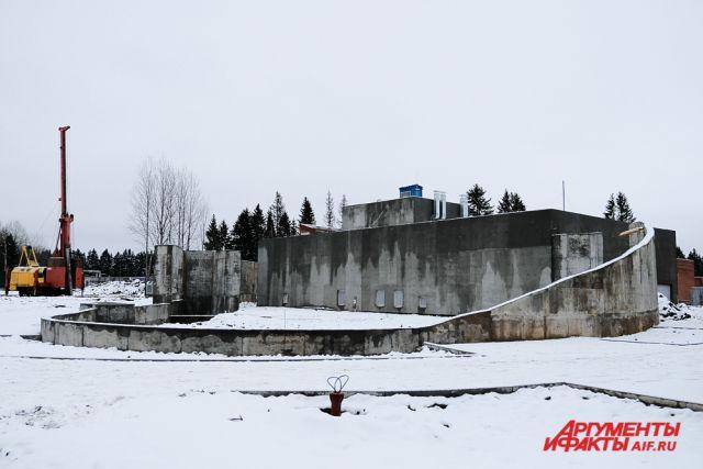 Ранее Госстройнадзор не принял несколько объектов из-за обнаружения нарушений ряда конструкций.