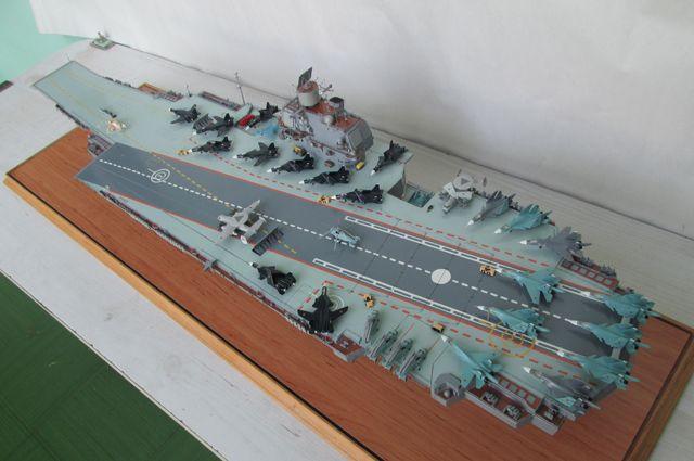 Модель советского авианосца «Ульяновск».