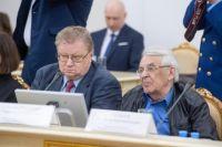 Тюменские журналисты получили благодарственные письма из рук губернатора
