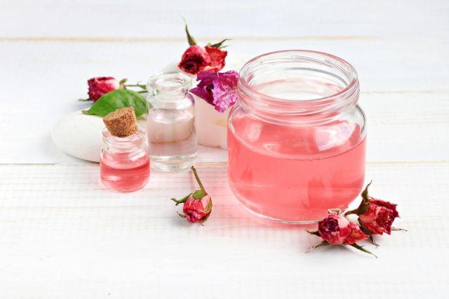 Что такое розовая вода и для чего ее используют?
