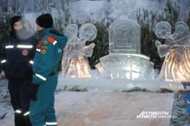 К крещенским купелям в Новосибирской области выстраиваются очереди.