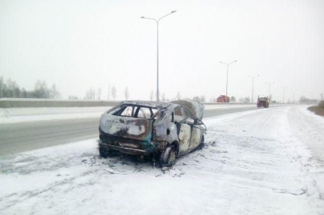 В Тюмени ищут свидетелей возгорания автомобиля Ford на Окружной дороге