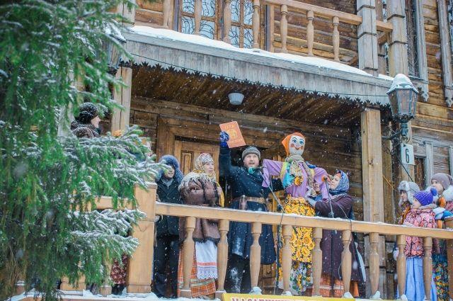 Раньше на Руси любили рядиться на все праздники, сейчас традиции утрачиваются.
