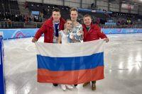 Вперёд, Россия! После победы на юношеских Олимпийских играх. Слева направо: Павел Слюсаренко, Аполлинария Панфилова, Дмитрий Рылов и Алексей Меньшиков.