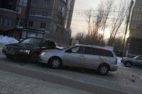Два человека получили травмы в автокатастрофе.