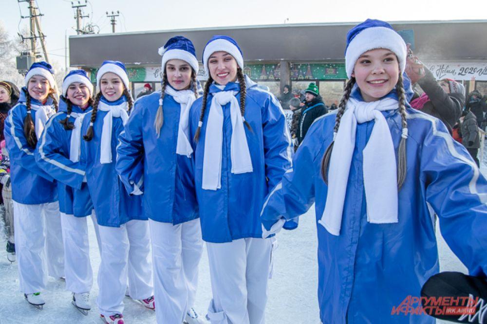 На лёд выходили не только семьи и друзья, но и разные организации