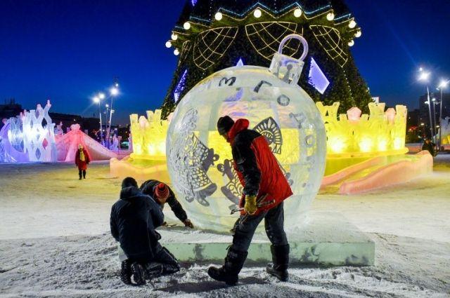 В это время можно будет прогуляться по Новогоднему маршруту, покататься на коньках и горке для сноутьюбинга.