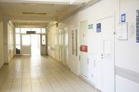 В киевской больнице на ребенка упали двери: подробности
