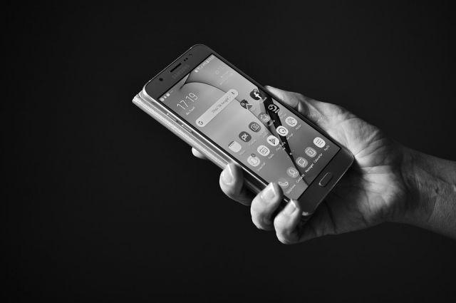 В Оренбурге работник салона связи нарушил тайну телефонных переговоров.