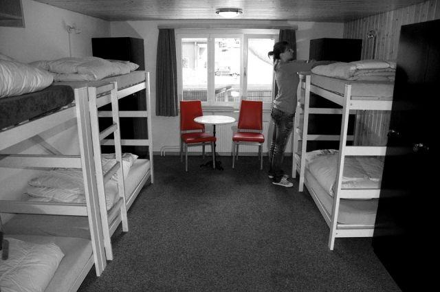 Тюменец купил двухъярусные кровати и открыл в многоэтажке подпольный хостел