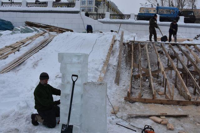 В Оренбурге готовят купели для Крещения.