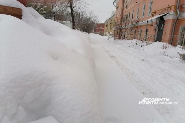 Тюменцам напоминают об обязанностях УК по уборке дворов от снега и льда