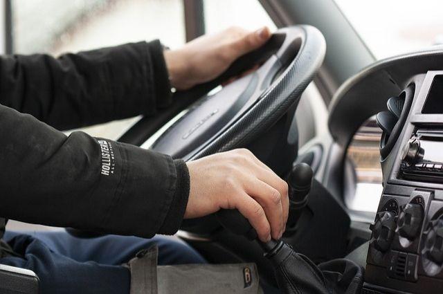 Скрытый патруль в Калининграде выявляет водителей, разговаривающих по телефону