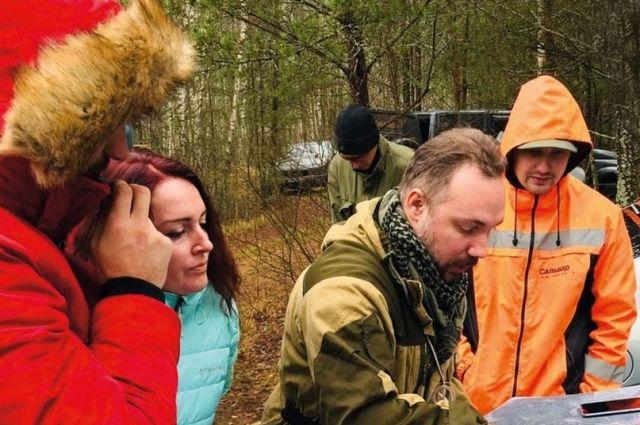 Добровольцы оперативно готовятся к каждому выезду на поиски - заранее изучают местность, запасаются подробными картами.