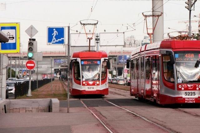 Водитель каждого трамвая должен «сделать» по восемь рейсов за дневную смену.