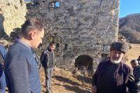 Разрушение башен вандалами вызвало негодование общественности