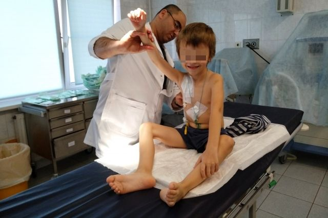 Об операции мальчику будет напоминать только шрам.
