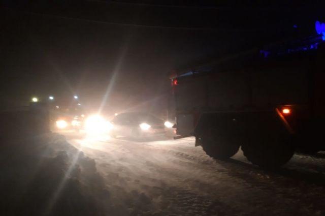 В Оренбуржье с закрытого участка трассы эвакуированы 40 автомобилей.