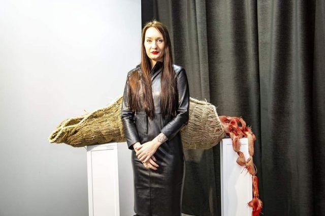 Работы Дарьи выставлялись в ЦДХ в Москве, в Румынии, Болгарии, Словакии, Венгрии, Украине, Сербии. Она член Профессионального Союза художников и Союза журналистов России.
