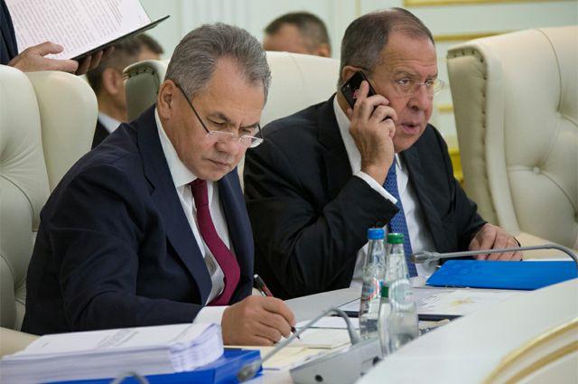 Министры Сергей Шойгу и Сергей Лавров.