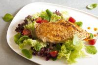 Куриное мясо считается полезным диетическим продуктом.