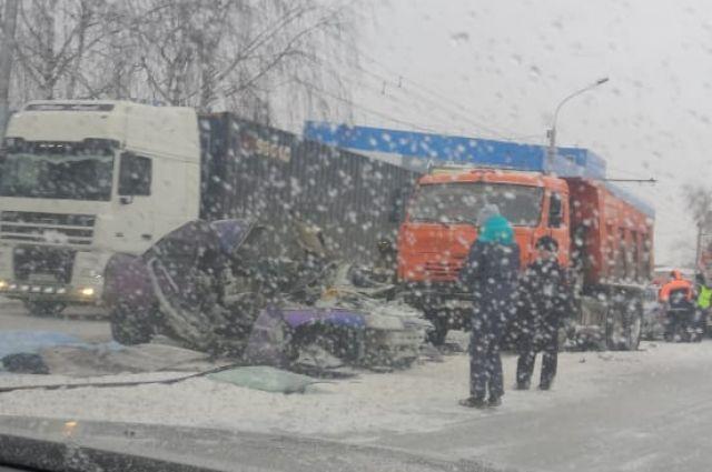 В Госавтоинспекции напоминают водителям о необходимости строго соблюдать ПДД в связи с ухудшением погодных условий.
