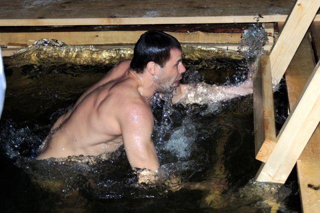 В воде следует находиться не дольше десяти секунд.