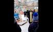 """Небольшие иордани устраивали даже в обычных красноярских дворах. Батюшка после освящения воды здесь поехал к """"моржам""""."""