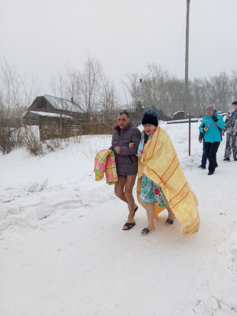 Окунуться в Чулыме ачинцы шли семьями.