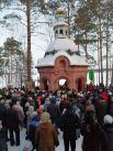 В Железногорске необычно много людей пришли за святой водой в храм Михаила Архенгела.