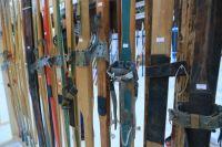 В одной из школ города пятиклассников отправили кататься на лыжах, несмотря на сильный ветер.