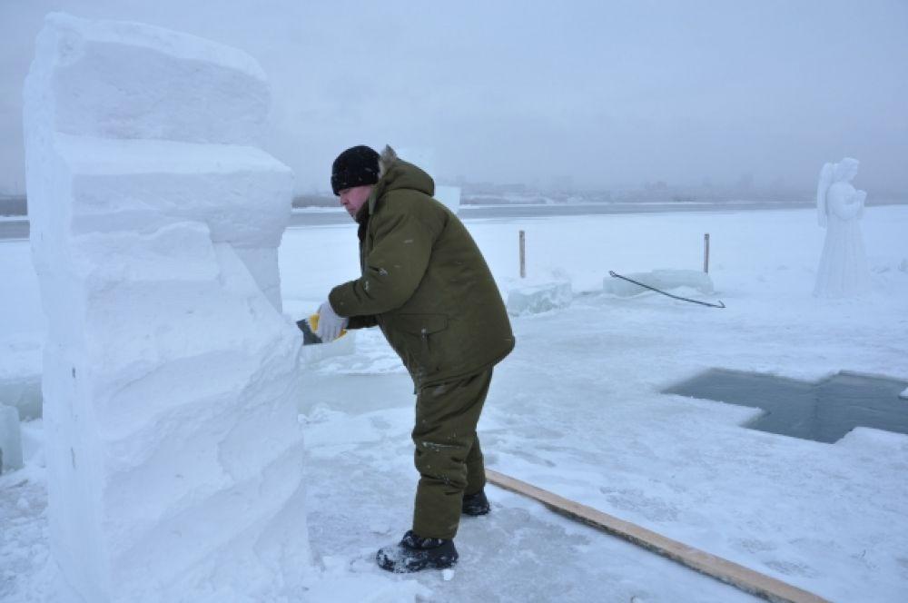 Свободный художник Олег Попков - единственный, кто создавал скульптуры из снега.
